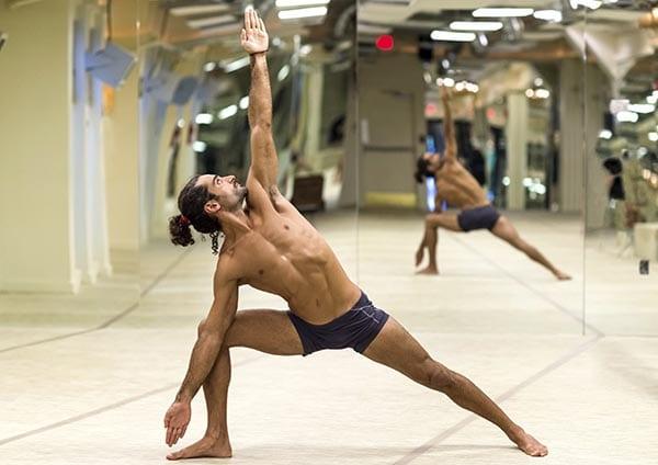 man-hot-yoga-infrarood-verwarming
